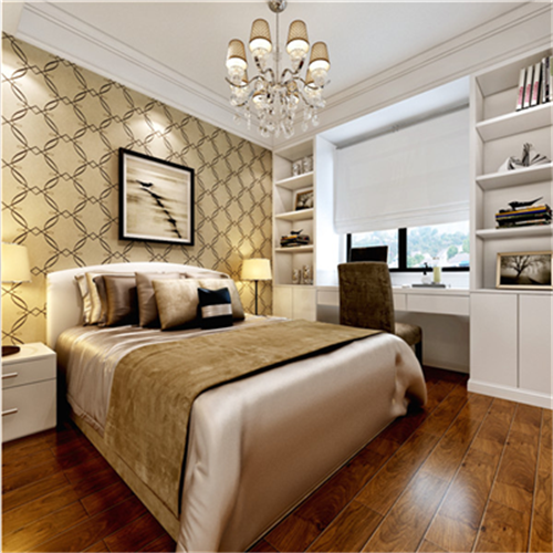 卧室整体颜色偏亮,白色欧式大床与墙顶颜色一致,却都与墙纸和地板